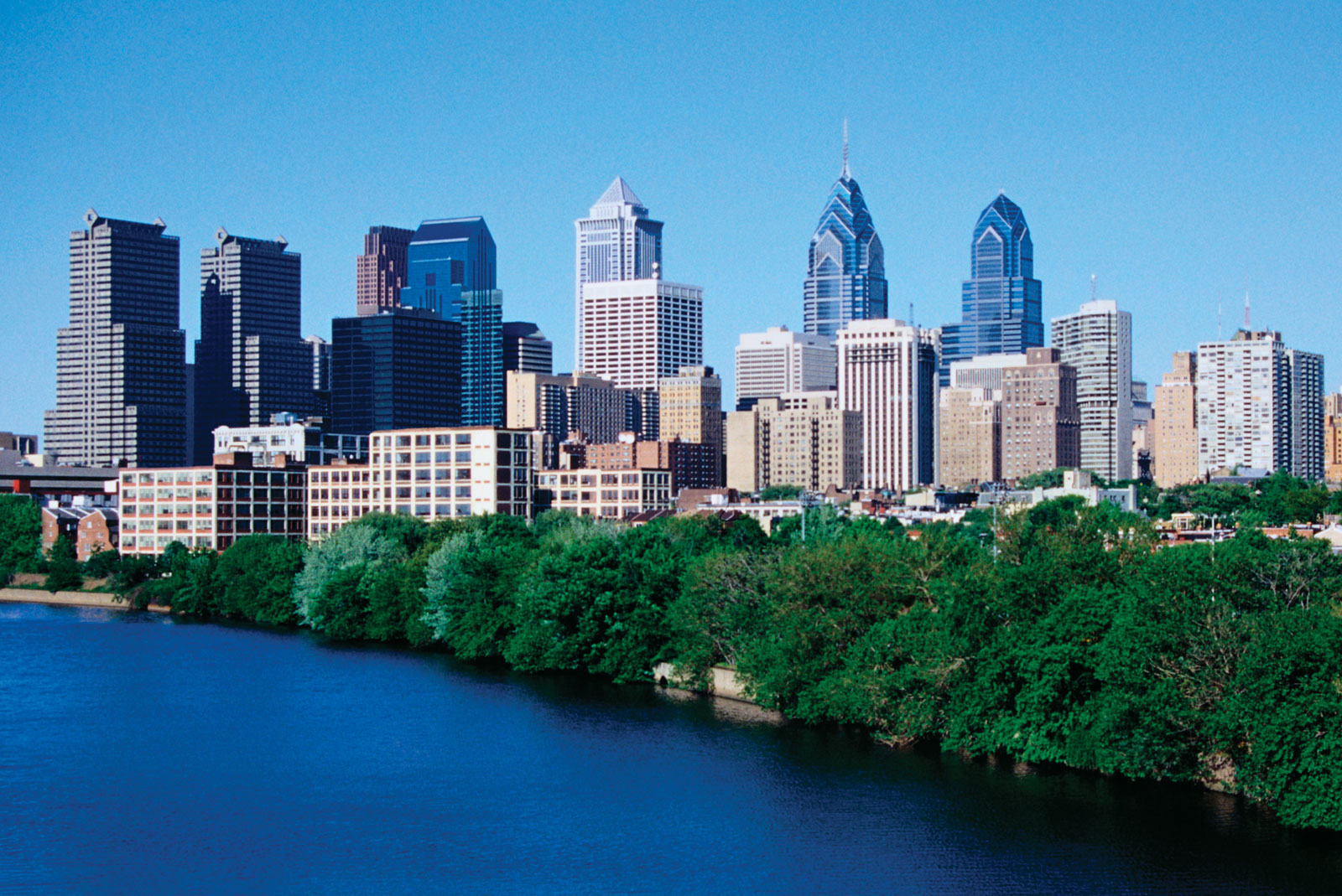 Philadelphia-foreground-Schuylkill-River