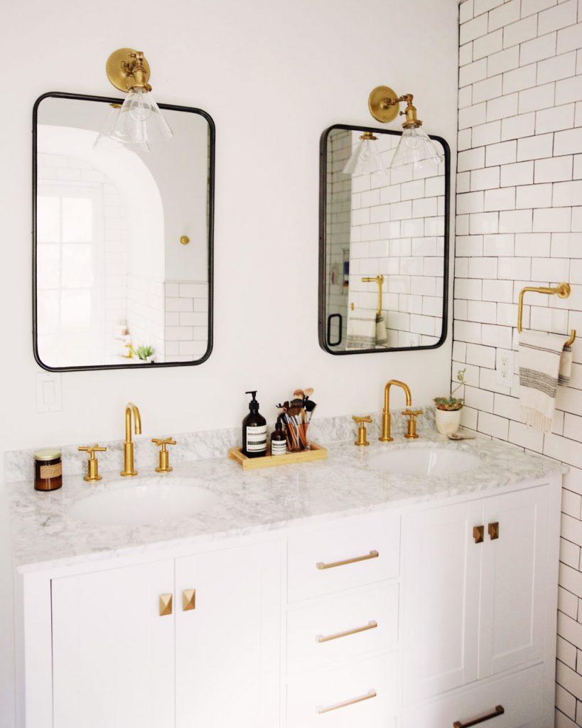brass-bathroom-fixtures-black-mirrors-819x1024